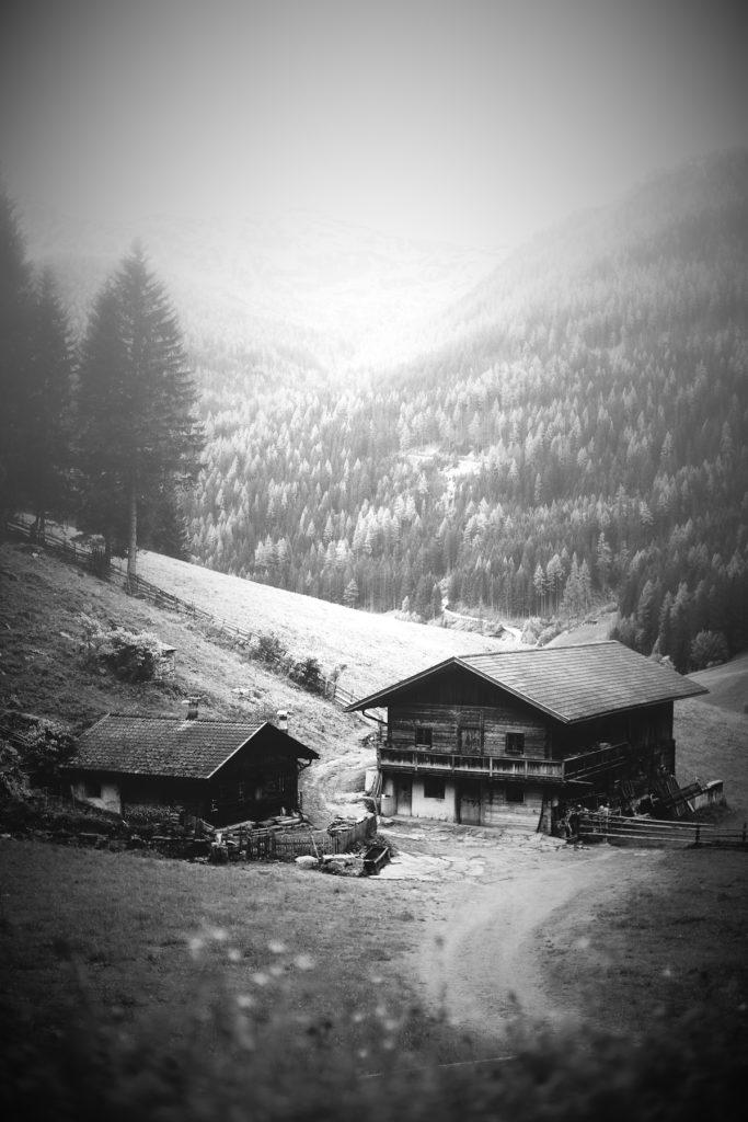 Historischer Bergbauernhof im Zillertal(Foto: Eberhart Grossgasteiner)
