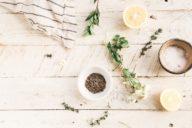 Vintage Beauty Treatment mit Zitronen, Schale, Blüte